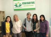Voyageurs chez agence de voyage Vietnam Dragon Travel (11)