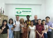 Voyageurs chez agence de voyage Vietnam Dragon Travel (2)