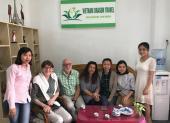 Voyageurs chez agence de voyage Vietnam Dragon Travel (7)