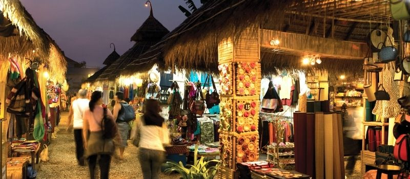 marche-nocturne-angkor